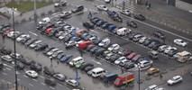 Tanie parkowanie w Warszawie – komu służy?