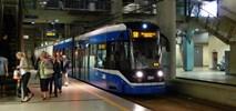 Kraków. Pasażer wypadł z tramwaju razem z drzwiami