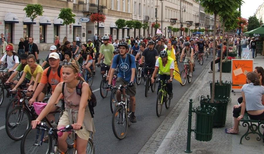 Warszawa: Chętniej jeździmy na rowerze, ale nie po jezdni