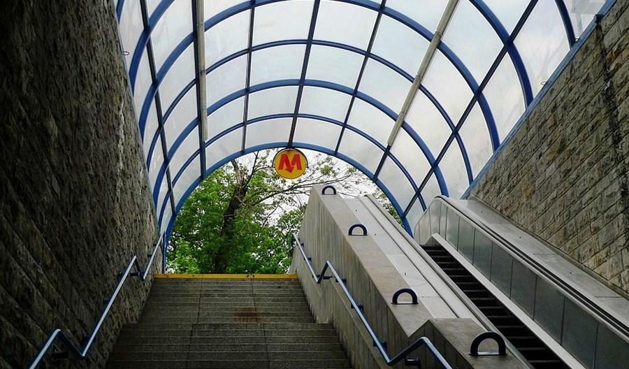 Metro: Dwie oferty na wymianę czechosłowackich schodów ruchomych