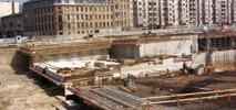 Łódź Fabryczna: Przygotowania do przejścia pod wiaduktem