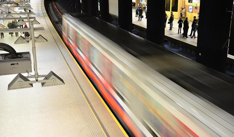 Dwie oferty na analizę połączenia między metrem a Dw. Śródmieście