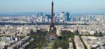Paryż. Naklejki drugim etapem walki z samochodami i smogiem