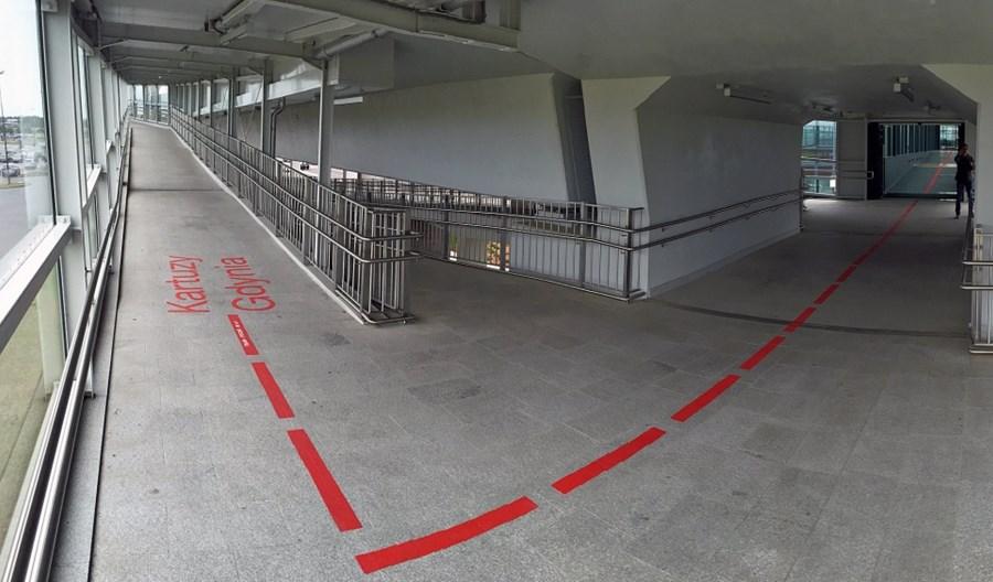 Czerwoną linią z lotniska na przystanek PKM