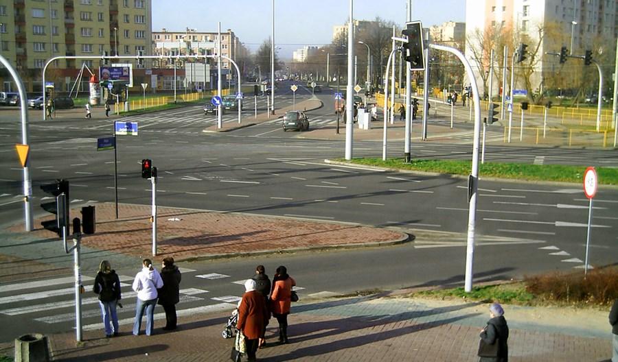 Warszawa. ZDM postuluje, by prawo jazdy tracić za omijanie przed pasami