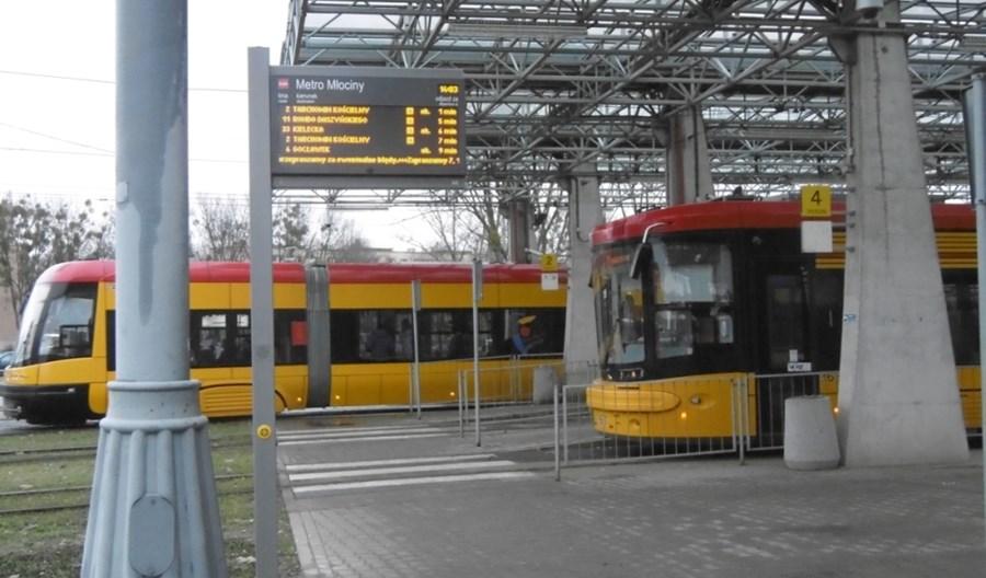 Warszawa. Nowe tablice na przystankach tramwajowych