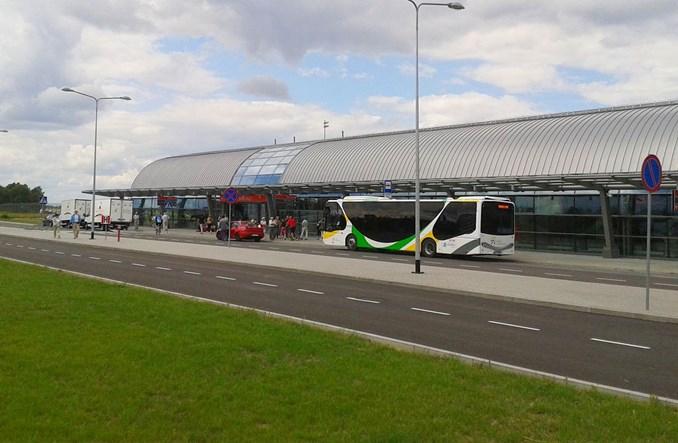 Czterech chętnych na wożenie pasażerów na lotnisko w Modlinie