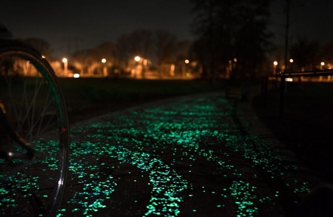 Ścieżka rowerowa Van Gogh'a malowana światłem