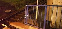Warszawa Służewiec: Zamiast smaru na peronie odpadająca barierka