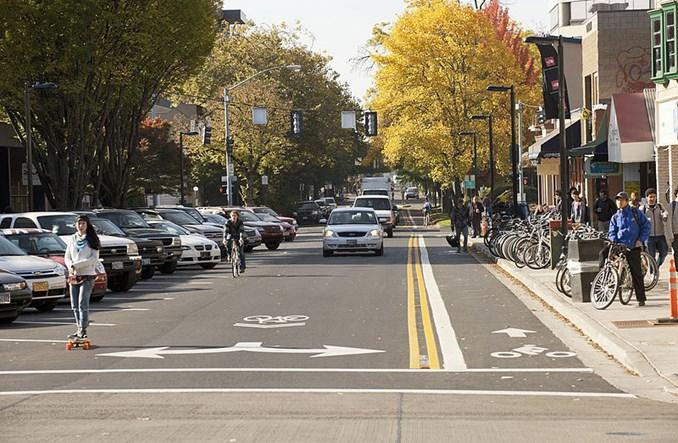 Autonomiczne samochody i rowerzyści. Czy mogą współistnieć na drogach?