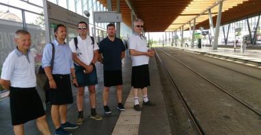Nantes. Kierowcy autobusów w spódnicach wywalczyli prawo do szortów