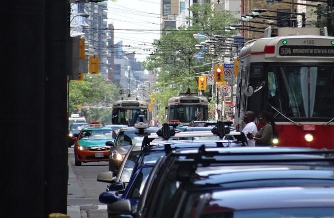 Toronto podporządkowuje ulicę tramwajowi