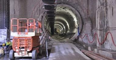 Konkurs na ostatni odcinek II linii metra trafia jednak do sądu