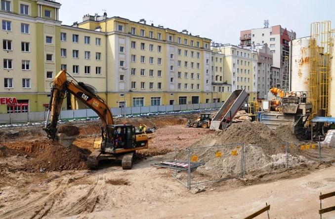 Metro na Wolę: Powstają ściany szczelinowe, za miesiąc strop