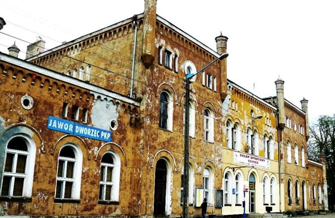 Dworzec w Jaworze z umową na przebudowę