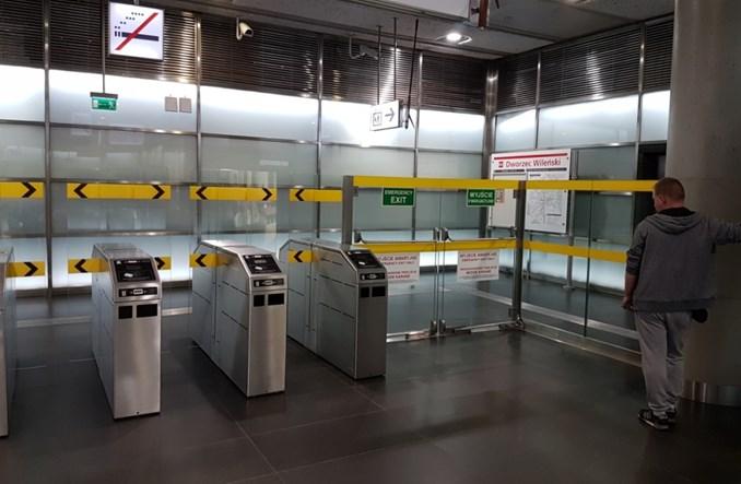 Warszawa. Bramki w metrze sprawdzone. Działają dobrze