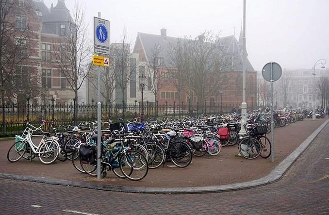 Warszawa ma bezstacyjny rower. Amsterdam z podobnym walczy