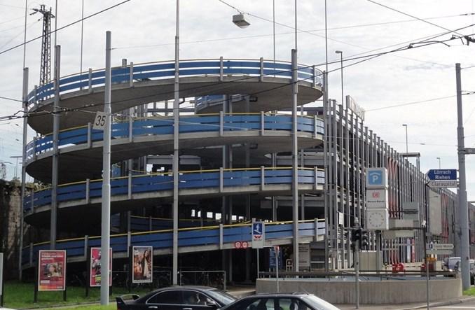 """ZTM w Warszawie chce wprowadzić """"rozbieralne"""" parkingi"""