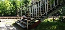 Kładka nad torami w Dąbrowie Górniczej od siedmiu lat czeka na remont