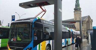 Rząd chce dopłacać do autobusów. 1 mln zł za prąd, 2 mln zł za wodór