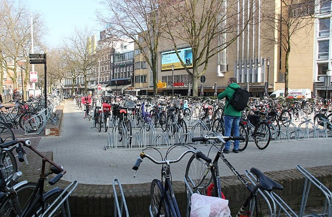 Amsterdam odetnie zasilanie rowerom elektrycznym na osiedlach