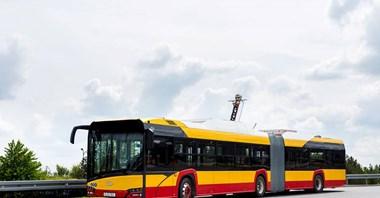 Warszawa. 18–metrowy elektryczny autobus Solarisa na testach