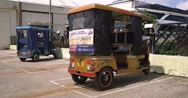 Indie. E-riksze napędzane energią słoneczną
