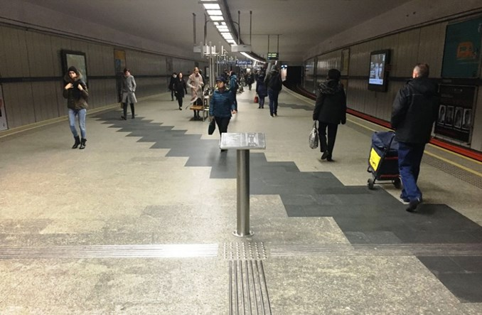 """""""Ułatwienia"""" w metrze dla niewidomych. Bubel za milion zł?"""