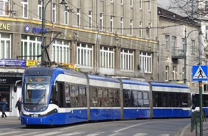 Kraków ostro tnie komunikację. Poza szczytem w szczątkowej postaci