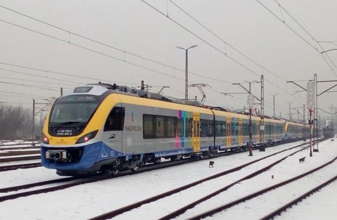 Kraków. W dni smogowe kierowcy pojadą pociągiem bezpłatnie
