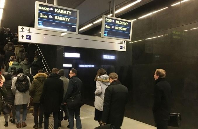 Metro: Więcej ekranów informacji pasażerskiej na Świętokrzyskiej