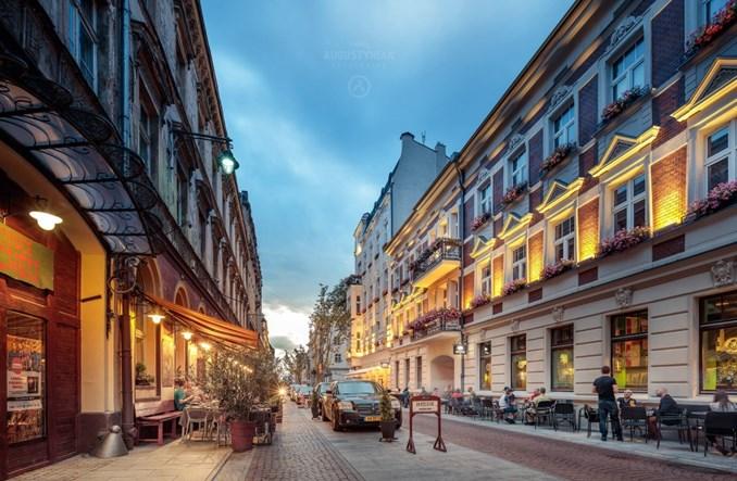 Łódź: Koniec z parkowaniem na woonerfie. Restauratorzy wolą ogródki
