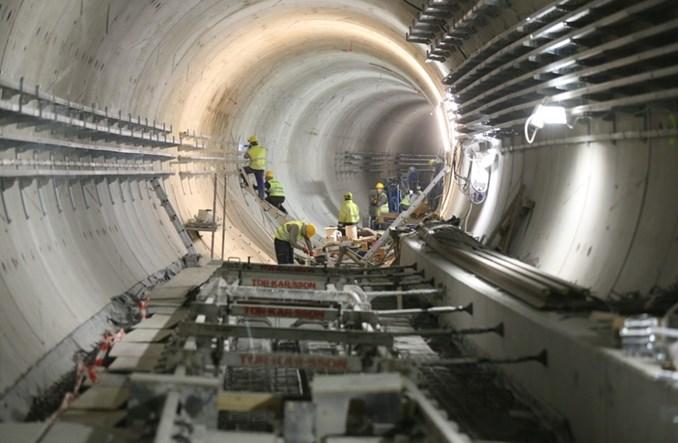 Metro na Targówek: Trwa montaż torowiska