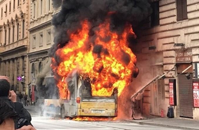 Rzym. Spłonął dziewiąty w tym roku autobus