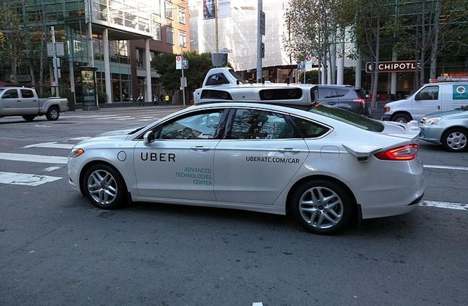 Autonomiczny samochód Ubera widział pieszą, którą przejechał?