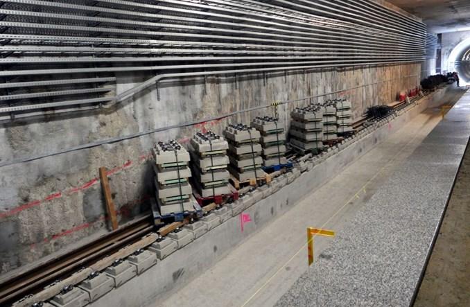 Metro: Na Targówku pojawiają się już pierwsze kamienne posadzki