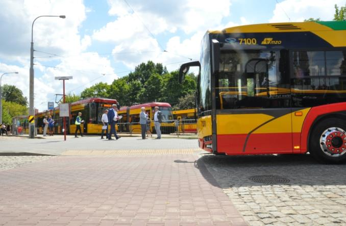 Warszawa. Z wózkiem i na wózku, czyli audyt autobusów i tramwajów