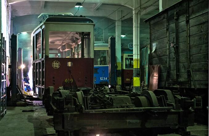 Łódź: Trwa remont historycznego zmodernizowanego 5N