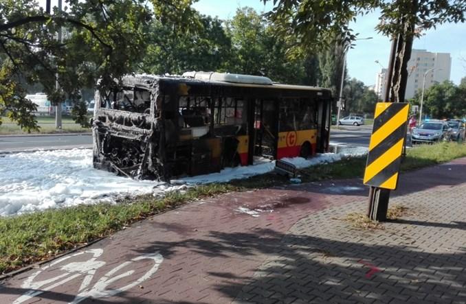 Warszawa. Spłonął autobus miejski marki Autosan