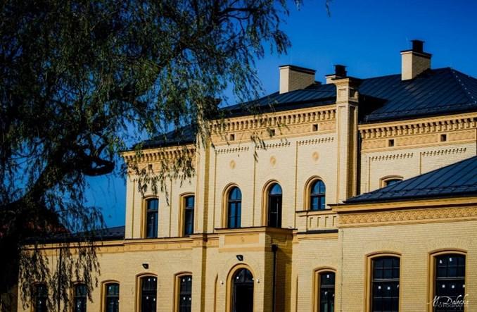 Premier Morawiecki zapowiada dworzec w Starogardzie. Marszałek odpowiada: Już gotowe
