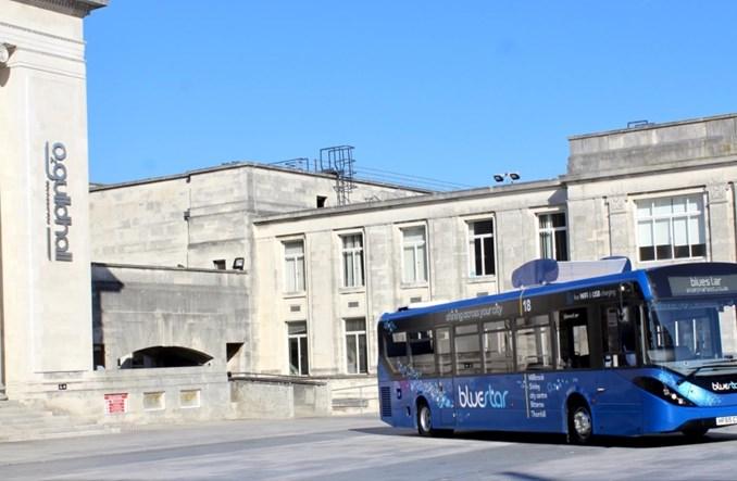 """Southampton. Testy autobusu, który """"zjada"""" smog"""