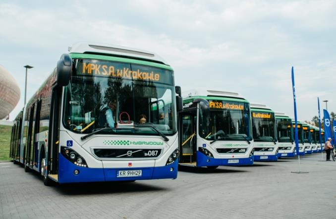Kraków. Volvo dostarczyło 12 przegubowych autobusów hybrydowych