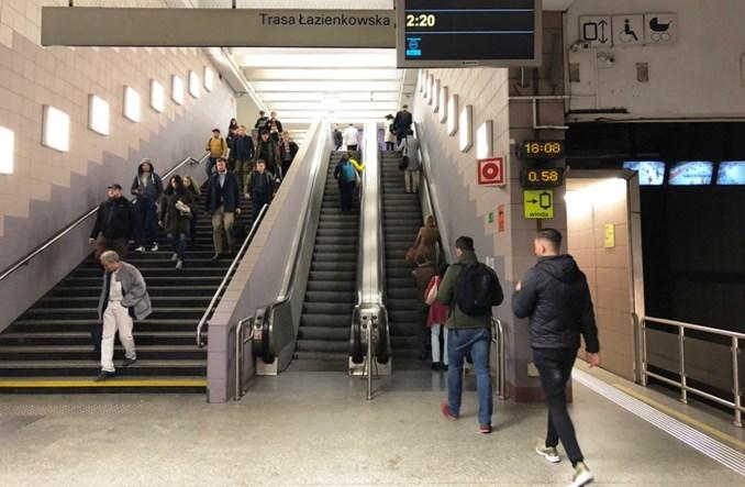 Metro: Po pół roku ruszyły schody na Politechnice. Kiedy Centrum?