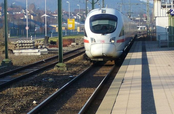 Koleje Niemieckie przejęły start up, który dowozi z pociągu do domu