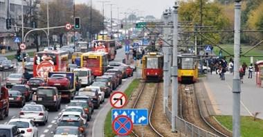Warszawa: Pandemia promuje samochody