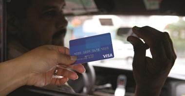 Kiedy karta płatnicza będzie standardem w transporcie poza miastami?