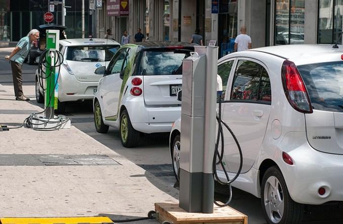 Auta elektryczne są za ciche. UE zmusi je, by szumiały