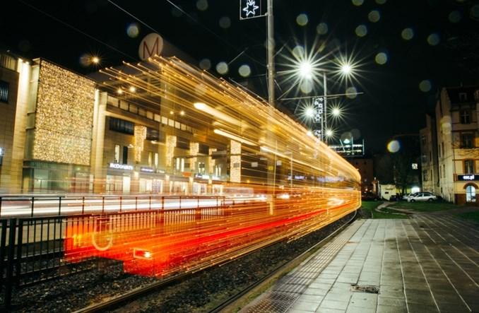 Gdańsk. Świąteczny tramwaj z orangutanicą na pokładzie