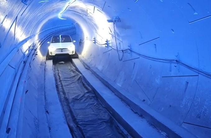 USA. Elon Musk zastąpi autostrady tunelami?