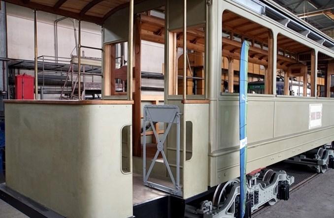 Zabytkowy tramwaj Maximum z 1901 r. w remoncie